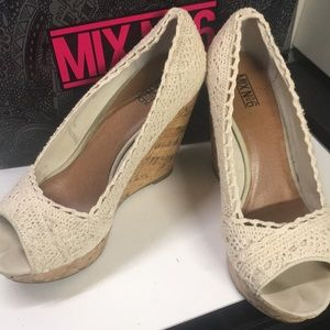 Cream cork wedges.